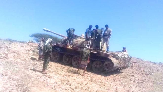 القوات الجنوبية تزج بآليات عسكرية ومئات المقاتلين إلى حدود تعز