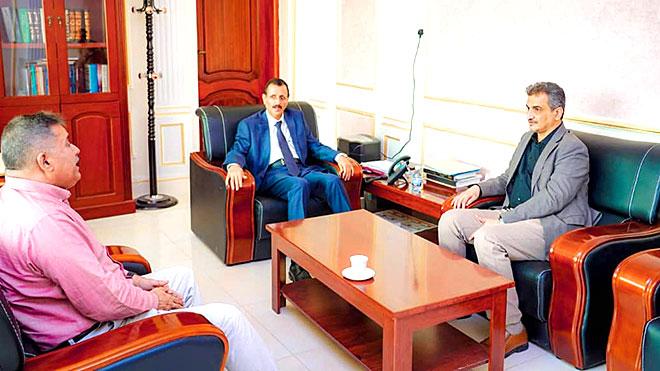 محافظ عدن أحمد لملس خلال لقائه أمس مع النائب العام، د. علي أحمد الأعوش