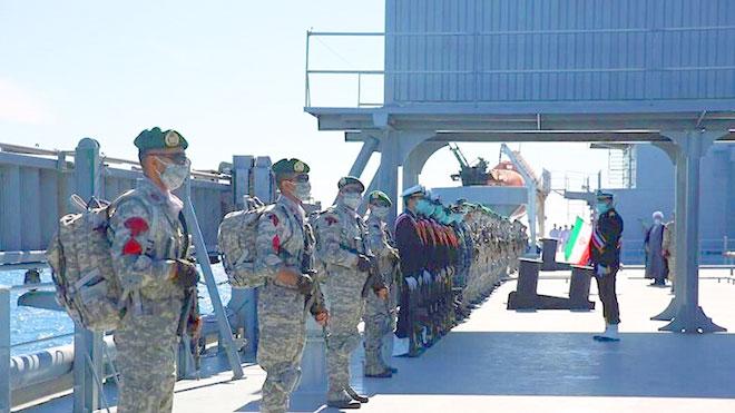 """القوات البحرية الإيرانية تطلق مناورات """"اقتدار99"""" في بحر عمان"""