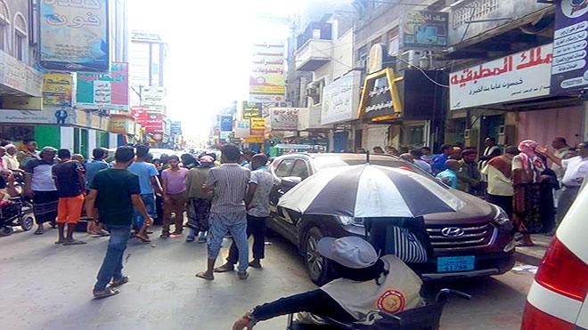 محتجون في سوق الطويل كريتر