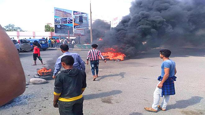 إحراق إطارات وقطع طريق الشيخ عثمان