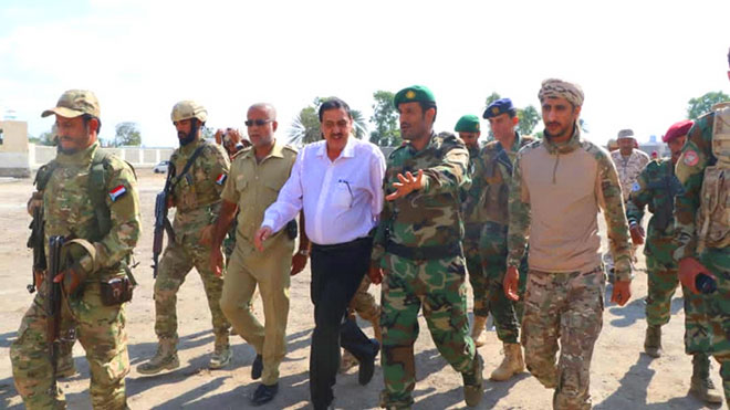 مدير أمن عدن يطلع على جاهزية قوات الحزام الأمني