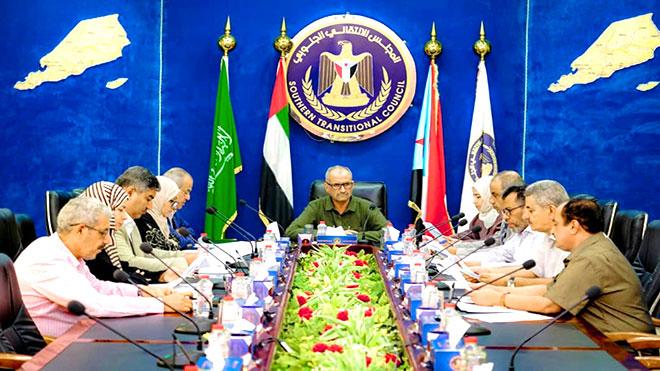 هيئة رئاسة المجلس الانتقالي خلال اجتماعها  أمس