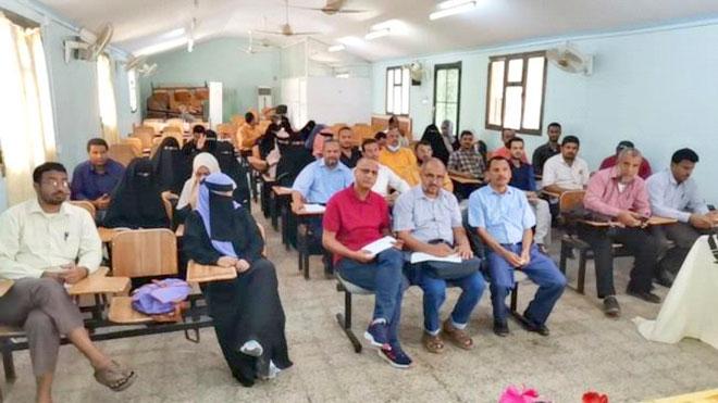 المعينون أكاديمياً بجامعة عدن يواصلون الإضراب ويلوحون بالتصعيد