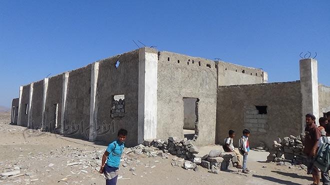 مبنى مهجور تحول إلى فصل دراسي
