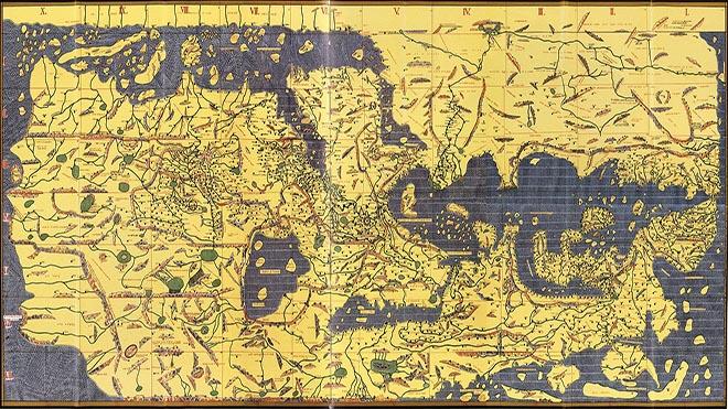 الخريطة التي رسمها الأدريسي للملك روجر ملك صقلية في 1154م وتعد واحدة من خرائط العالم القديم الأكثر تقدما، وهي صورة منسقة حديثة، تم إنشاؤها من 70 صفحة مفرودة من الأطلس الأصلي، ويظهر فيها أن الشمال هو في الأسفل كما كانت ترسم الخرائط قديما