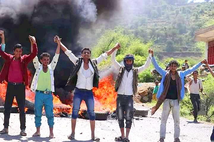 صورة أخرى للمتظاهرين في الأرياف الجنوبية لمدينة تعز